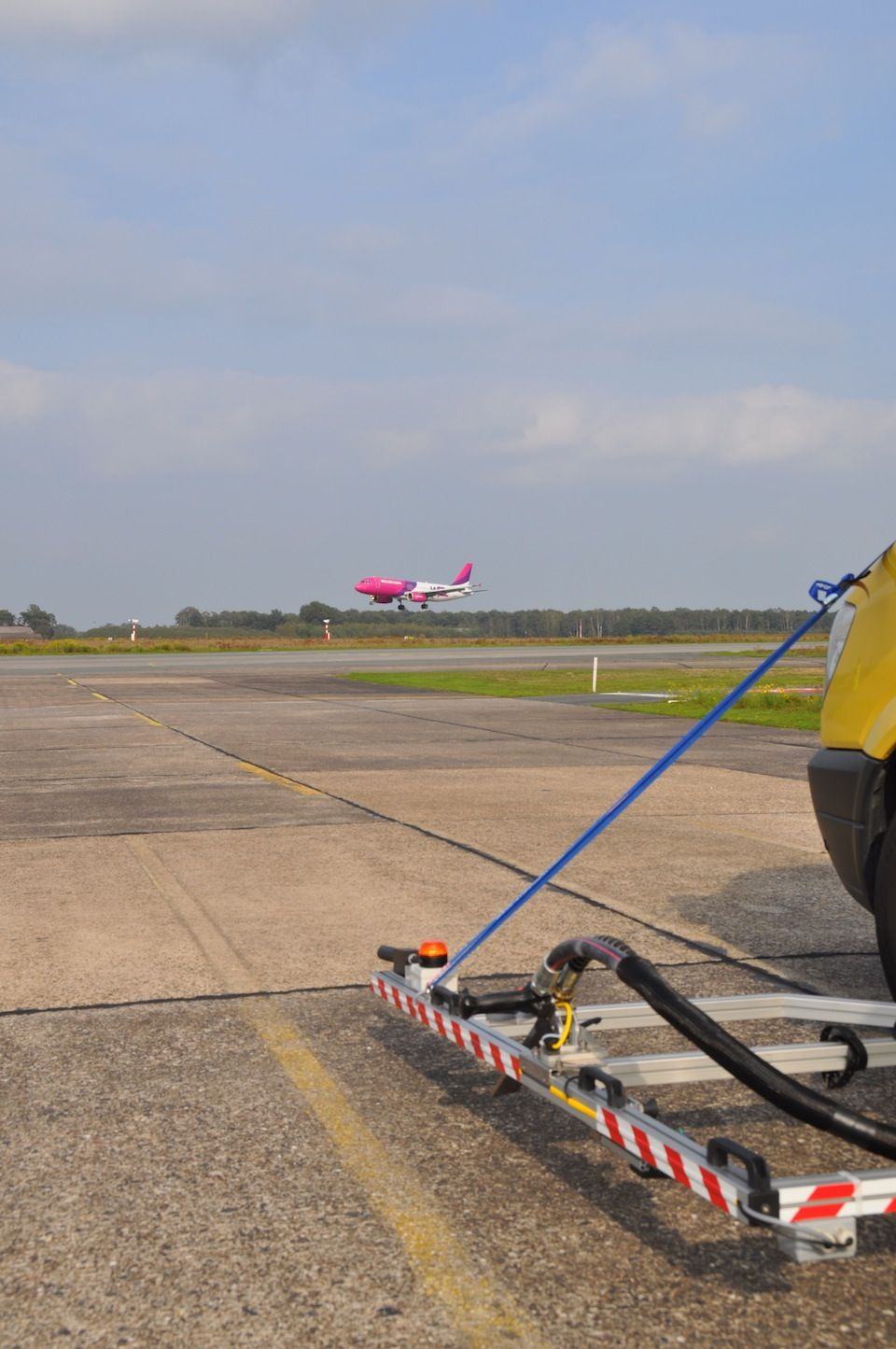 Cryonom Cleaning of Insetlights | DeWiTec GmbH - Airport