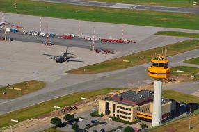 Flughafenkennfeuer-Tower Hamburg