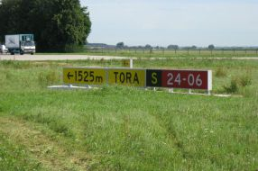 DeWiTec-Taxiway-Sign-Memmingen